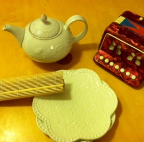 teapot-sushi-mat-fancy-plates-and-accordion-all-found-in-free-boxes