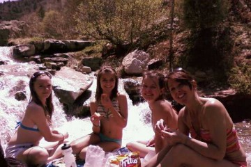 girls-at-hot-springs