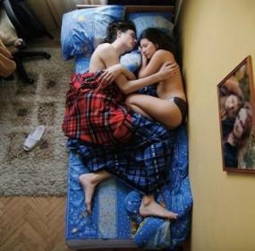 couple-sleeping