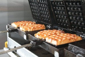golden-waffle-waffle-iron