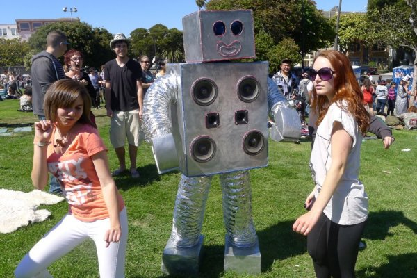 robot-dance-party-dolores-park