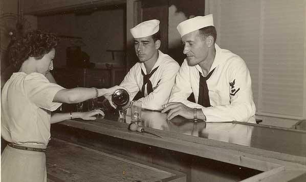 Sailorsdrinking_