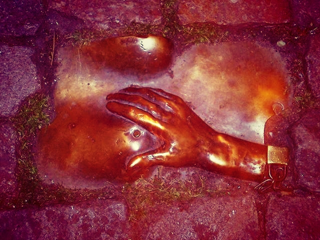 Amsterdam-tit grabbing-cobblestone-sculpture