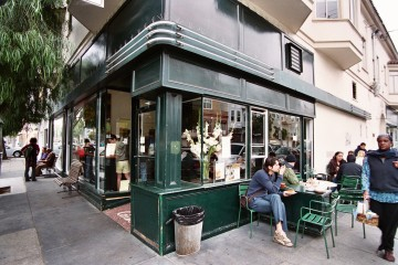 Tartine_bakery_exterior_in_2006