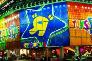 Toys-R-Us-Closing-Times-Square-New-York-City-Broke-Ass-Stuart-NYC