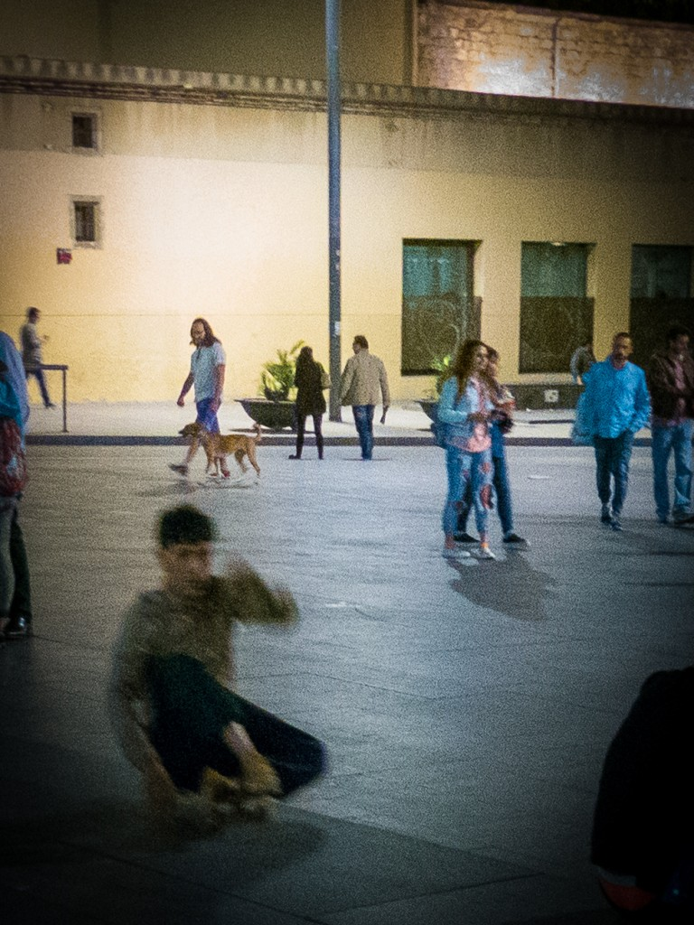 crutches-man-on-skateboard-macba-barcelona-nit-dels-museus