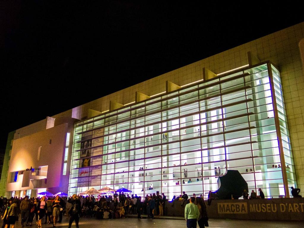 MACBA-at-night-la-nit-dels-museus-barcelona-may-16