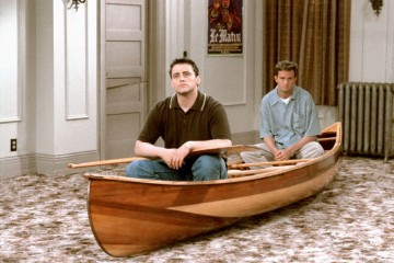joey-tribbiani-chandler-bing-friends-canoe