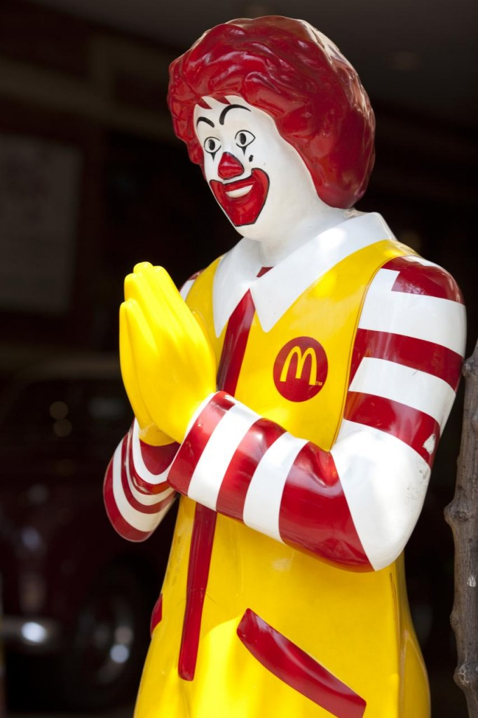 Ronald_McDonald_in_Thailand