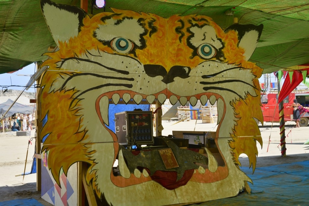 nowhere-festival-spain-zaragoza-burning-man-tiger-pancakes