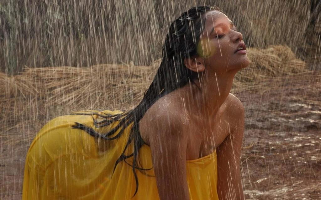anaika-soti-hot-pics-in-rain-hd-wallpaper