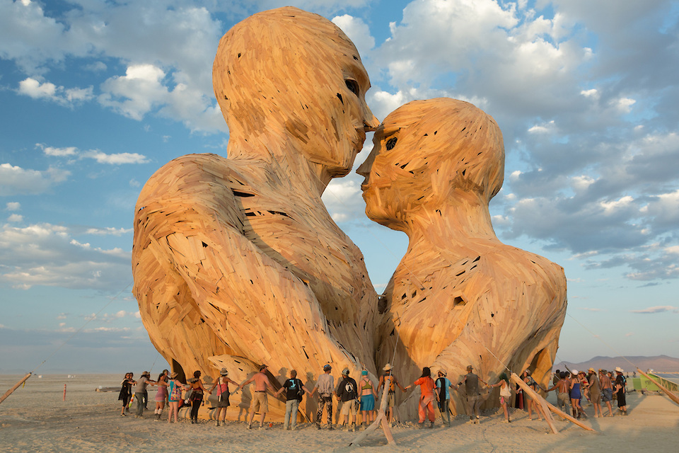 embrace-statue-at-Burning-Man-2014
