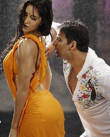 katrina-kaif-hot-rain-dance-hot-pic