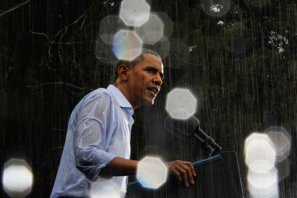 Image: U.S. President Barack Obama speaks in the reain during a campaign event in Glen Allen