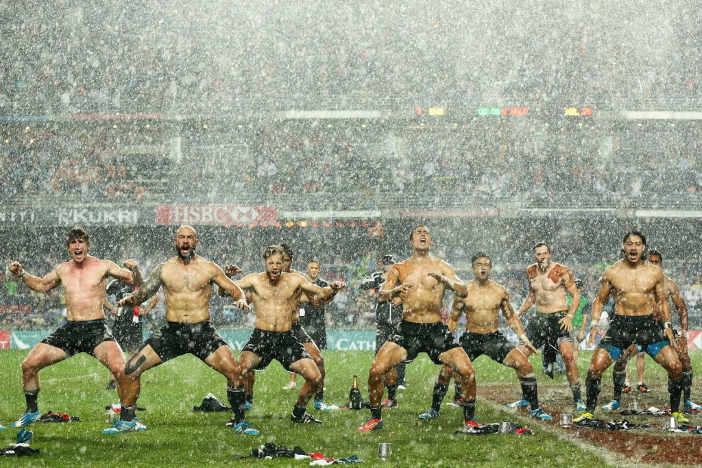 new-zealand-rugby-team-shirtless-dance-main