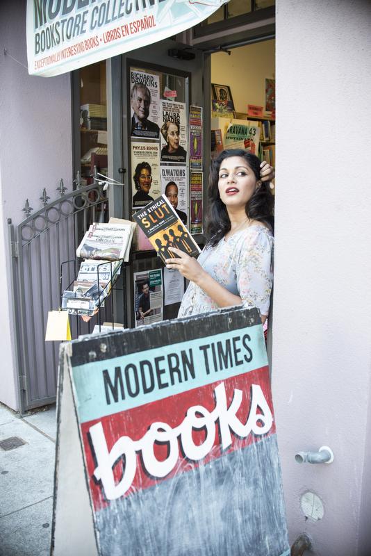 Beautiful-Women-in-Bookstores-Sonia-4