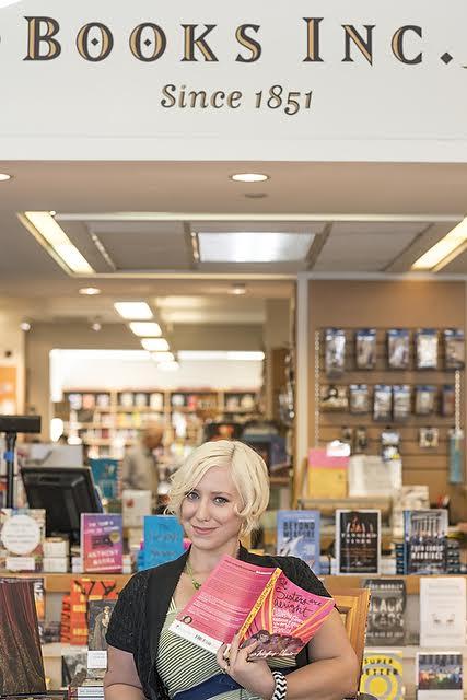 beautiful-women-in-bookstores-Kat-4