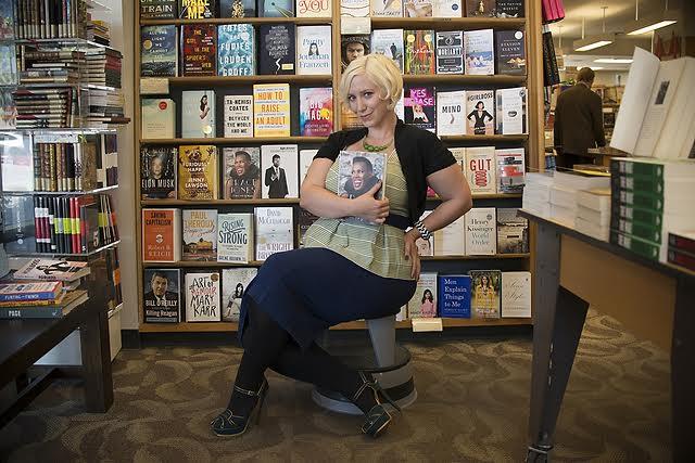 beautiful-women-in-bookstores-Kat-5