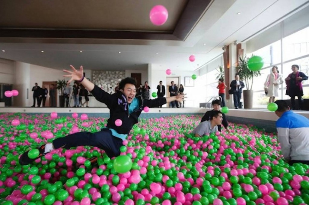 giant-ball-pit
