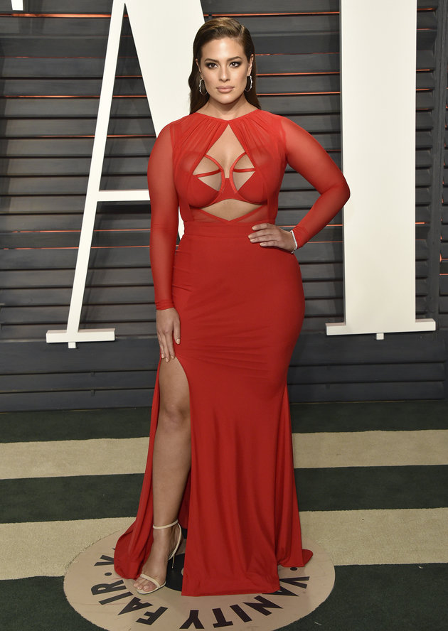BEVERLY HILLS, CA - FEBRUARY 28: Model Ashley Graham arrives at the 2016 Vanity Fair Oscar Party Hosted By Graydon Carter at Wallis Annenberg Center for the Performing Arts on February 28, 2016 in Beverly Hills, California. (Photo by John Shearer/Getty Images)