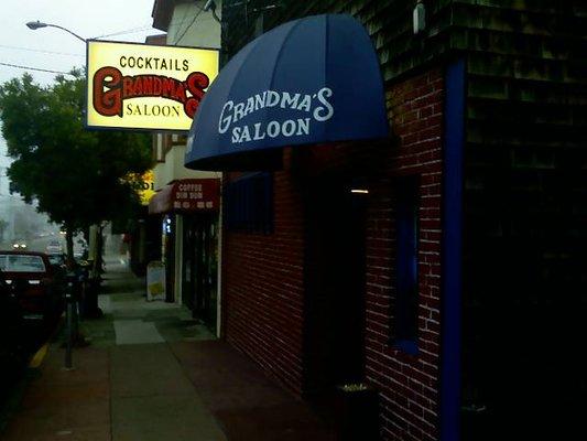 grandma's-saloon