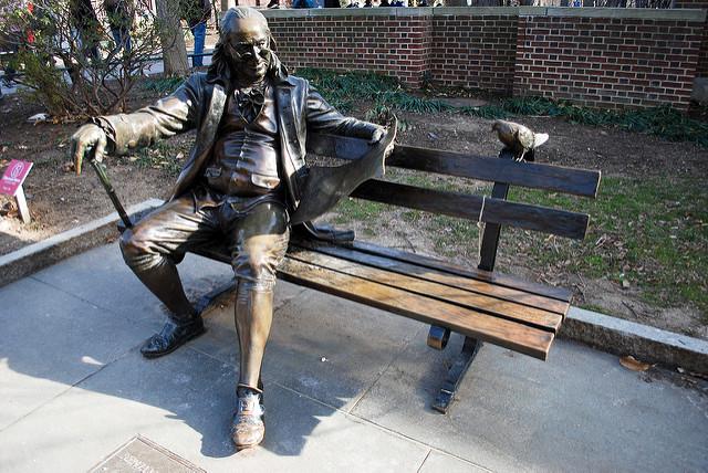 benjamin-franklin-bird-bench-statue