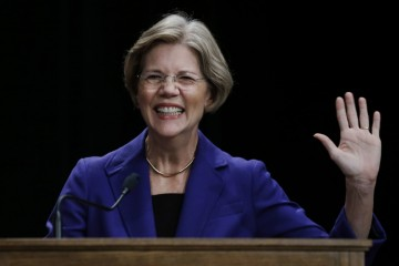 Democratic challenger Elizabeth Warren waves from the podium prior to a debate with Republican Sen. Scott Brown in Springfield, Mass., Wednesday Oct. 10, 2012. (AP Photo/Elise Amendola)