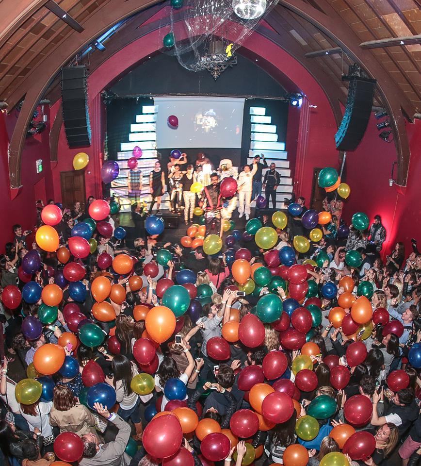 Silicon-Valley-Fashion-Week-balloons