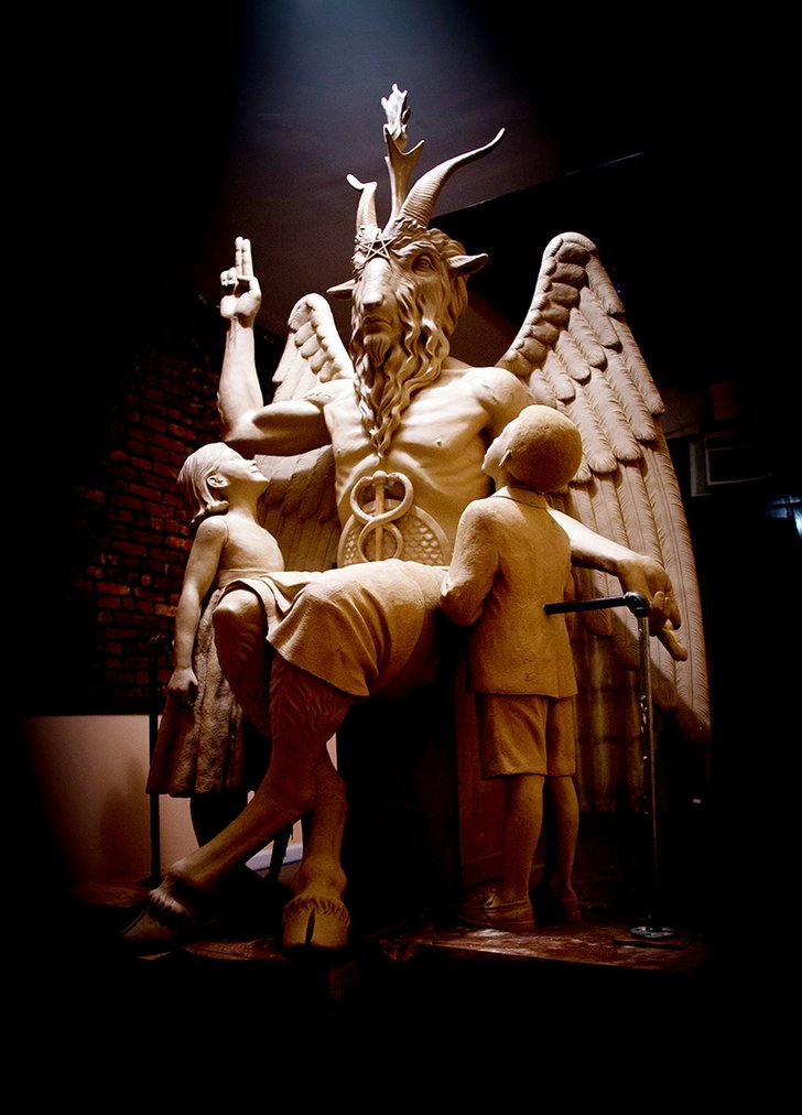web_satanic_temple_monument_t728
