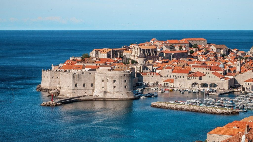 Photo of a beautiful island city